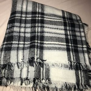 Accessories - Cute black and white blanket scarf!